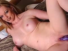 This hot MILF loves to play with her pussy