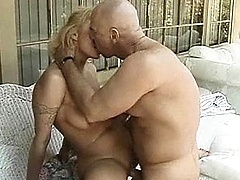 Skanky mom takes a banging by a bald guy