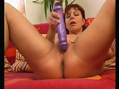 Mature puss loses herself while dildoing her slit