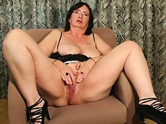 Kinky Josee gets a mouth full of cum